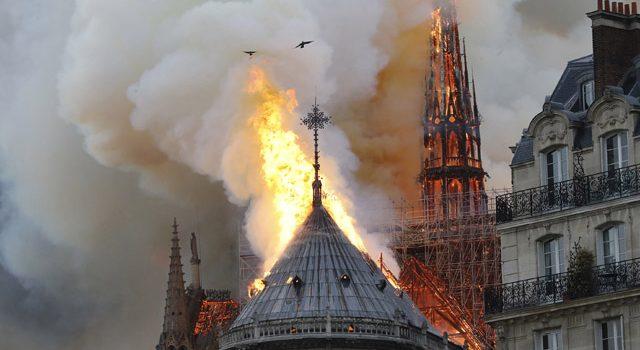 Des gwenneg pour Notre Dame … et pour la langue bretonne ?