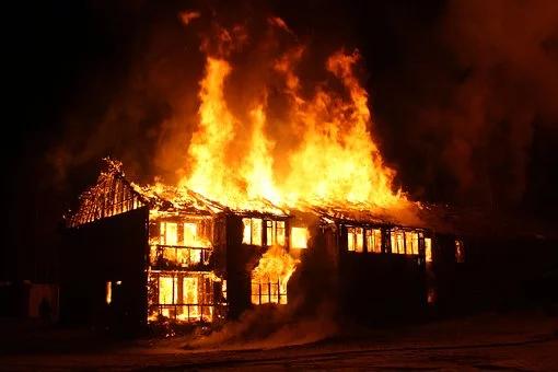 Langue bretonne et municipales : Yannick Kerlogot en pompier de service.
